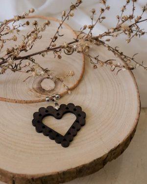 colar cortiça coração bordado