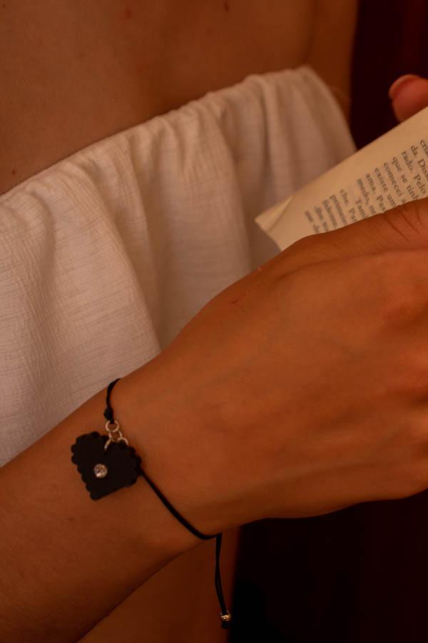 pulseira coração bordado