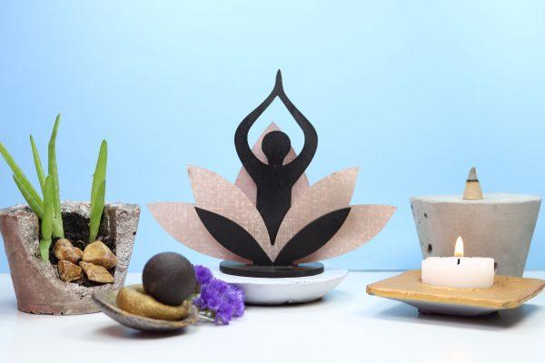 Estatua equilíbrio feita de café e fibras têxteis Bekoffee